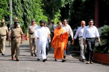 Swami Jitakamanandaji escorting guests towards the auditorium