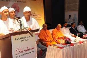 Vedic Chanting by Brahmacharis of the Ashrama
