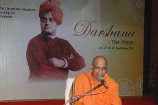 Swami Anupamanandaji adressing the gathering
