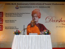Swami Anupamanandaji Maharaj addressing the youths
