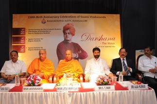 Rev. Swamijis & Hon. Guests on dais