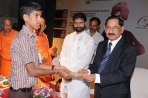 Sri Ajai Kumar, Chairman & MD, Corp Bank, Mangalore distributing the scholarships