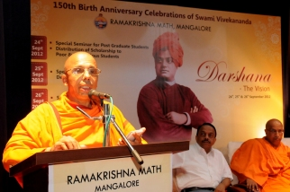 Swami Jitakamananda delivering the keynote address