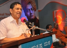 Chief Guest Justice N Santosh Hegde interacting with the Youth