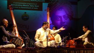 Sri Dattatreya Velankar presenting Rag Bilaskhani Todi